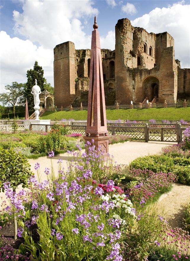 Kenilworth Castle & Garden © English Heritage