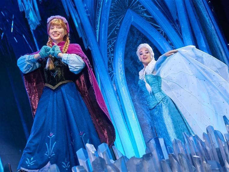 Anna & Elsa in Walt Disney Studios® Park