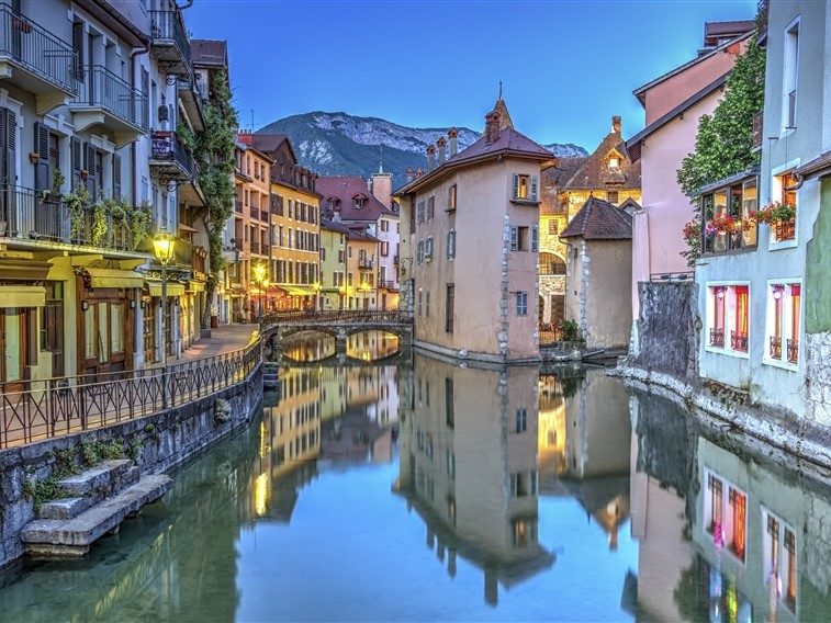 Annecy old town canal