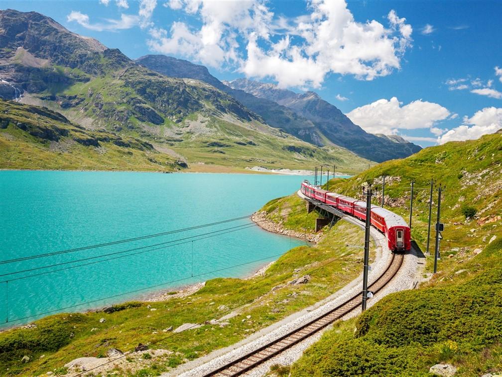 A Swiss Spectacular - Bernina Express & Arosa Bahn