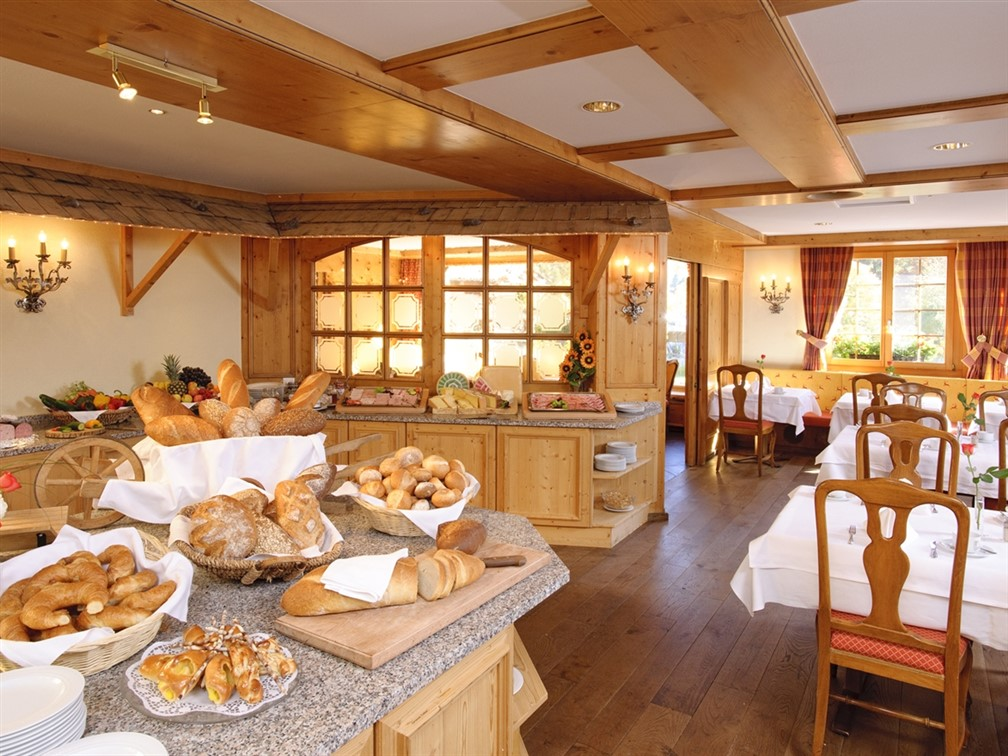 Silvretta Parkhotel Klosters Breakfast Room