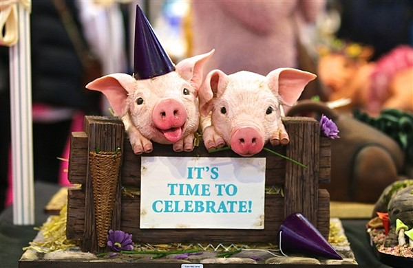 'It's Time to Celebrate' Pig Cake