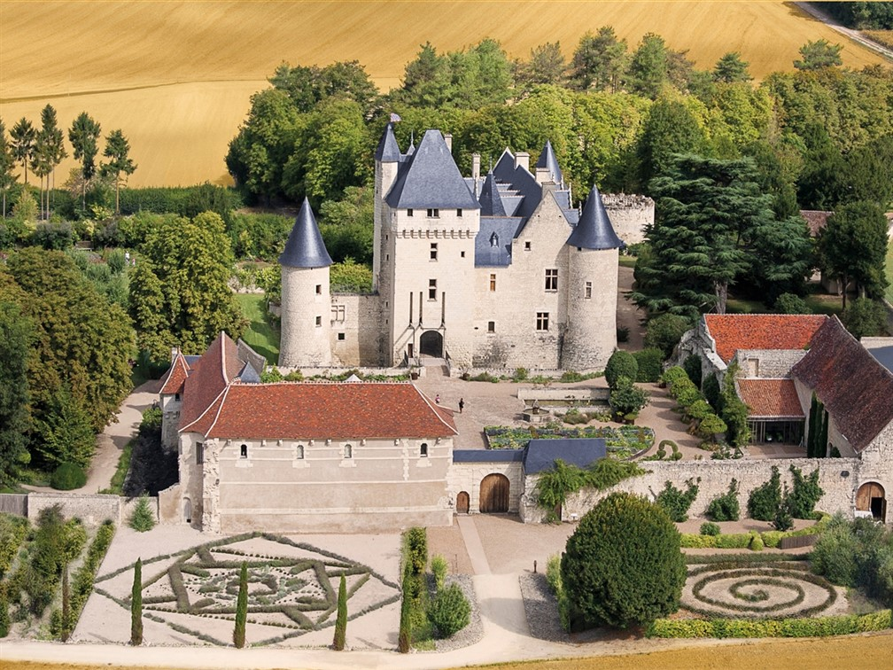 Famous Chateaux of the Loire