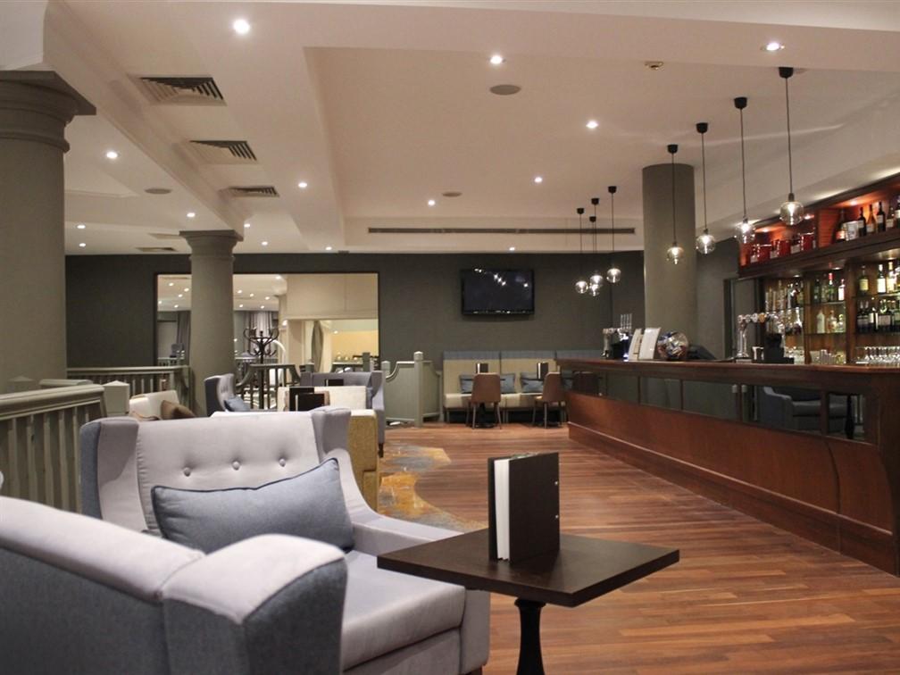 Doubletree by Hilton Swindon bar