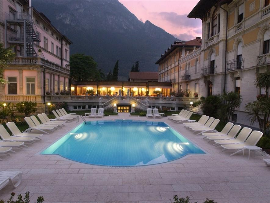Grand Hotel Liberty - Pool at dusk