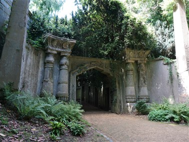 Highgate Cemetery  NO LUNCH