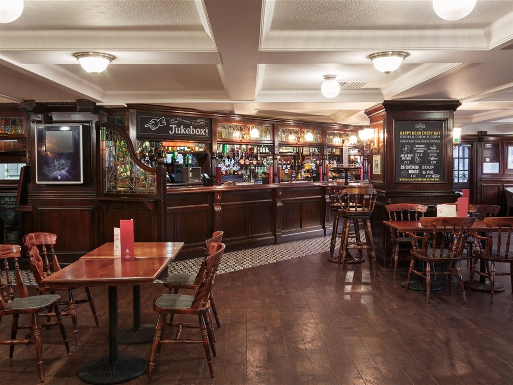 Holiday Inn London Kensington Forum Tavern Pub