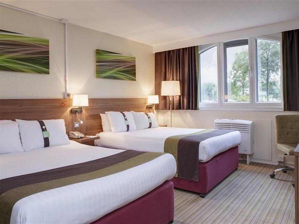 Holiday Inn Lincoln Room