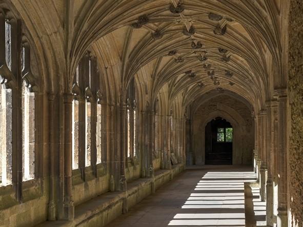 Lacock Abbey (C)  DAVID ILIFF License CC-BY-SA 3.0