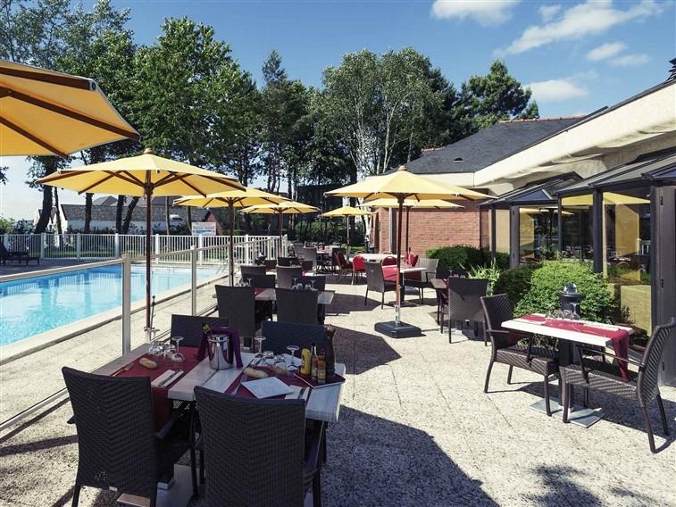 Mercure Lisieux Terrace tables & pool