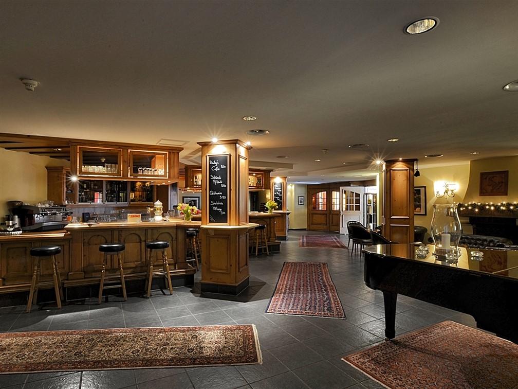 Silvretta Parkhotel Klosters Piano Bar