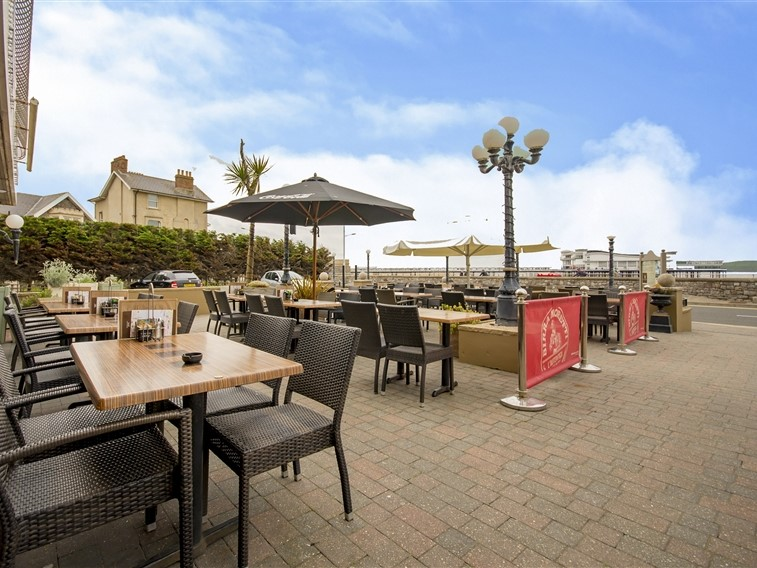 Smiths Hotel Terrace & Pier