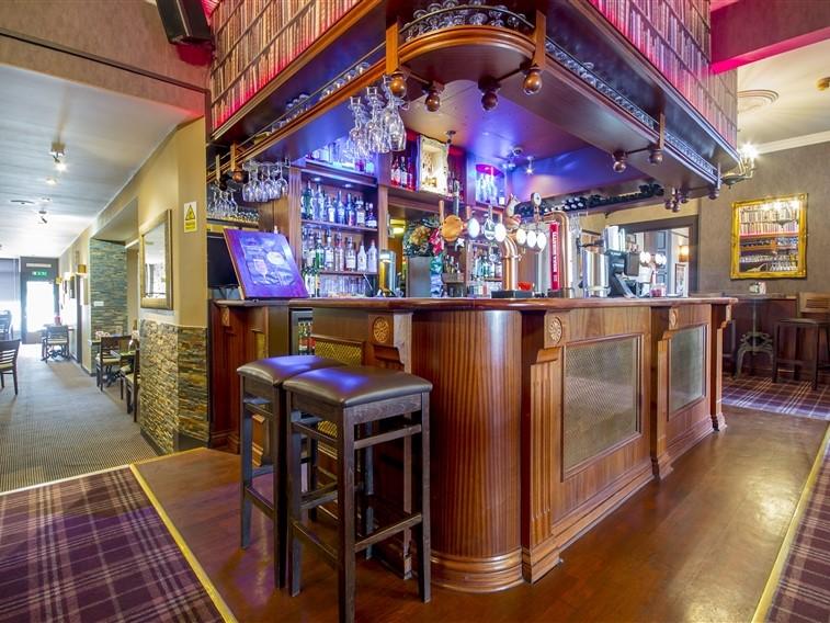 Smiths Hotel Bar