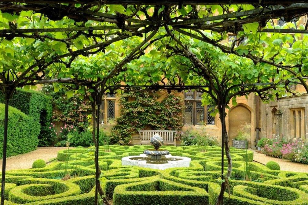 The Knot Garden © Val Corbett