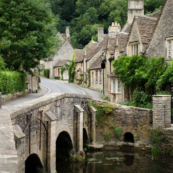 Springtime in the Cotswolds Scenic Drive